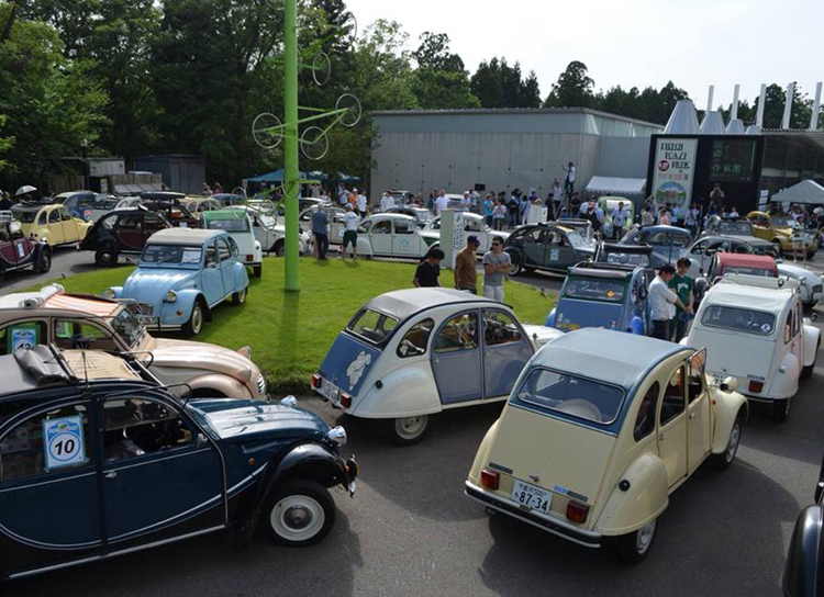 【本日開催】ルパンでおなじみ2CVや名車が揃い踏み!