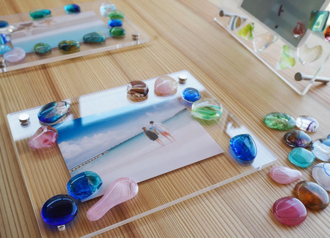 海辺の工房で作れる!キラキラ輝くフォトフレーム。|ワタリグラススタジオ
