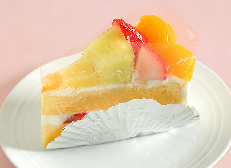 今日のおやつは、洋菓子JUNのフルーツコンポート♪