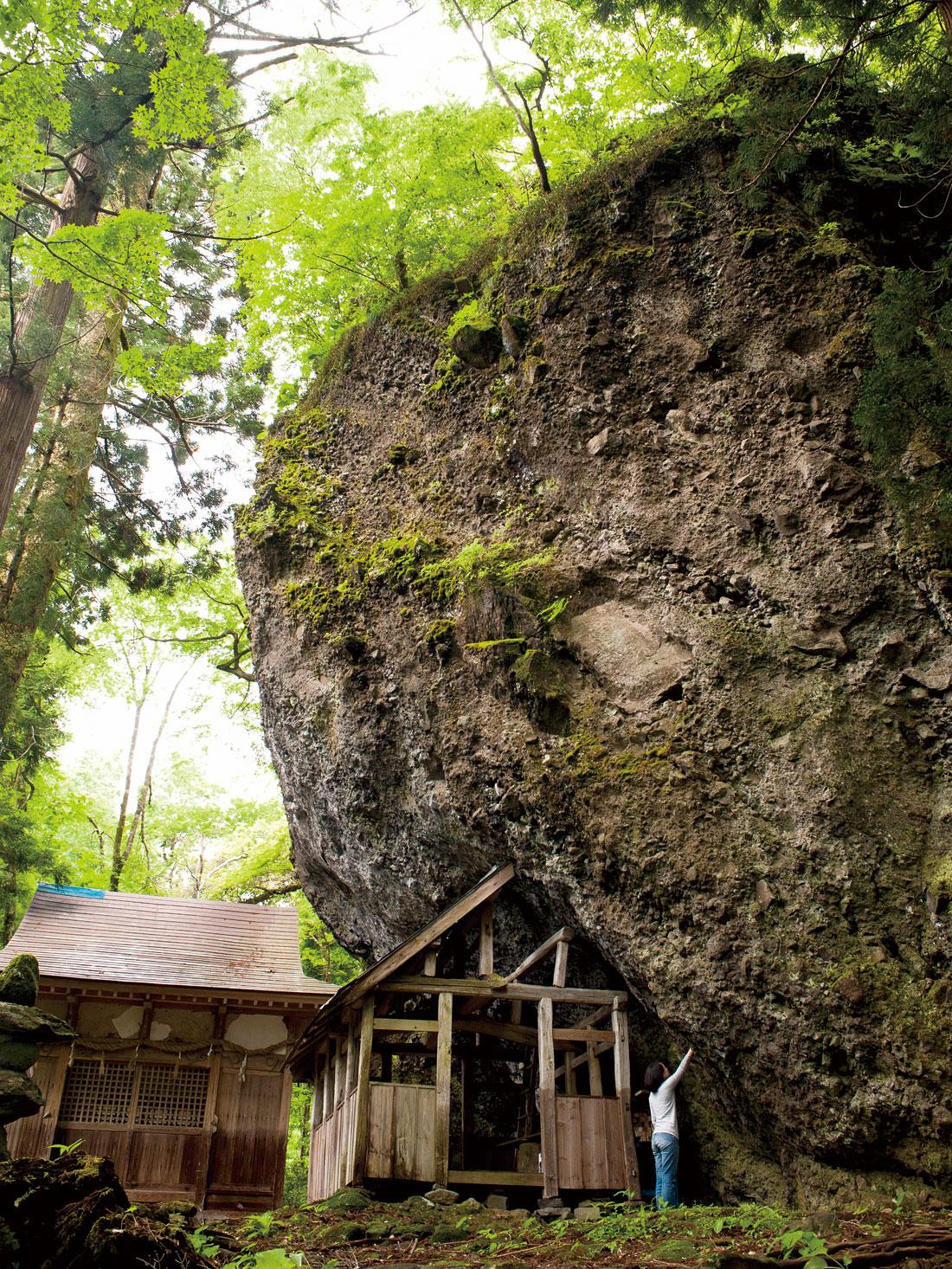 大矢谷の大岩