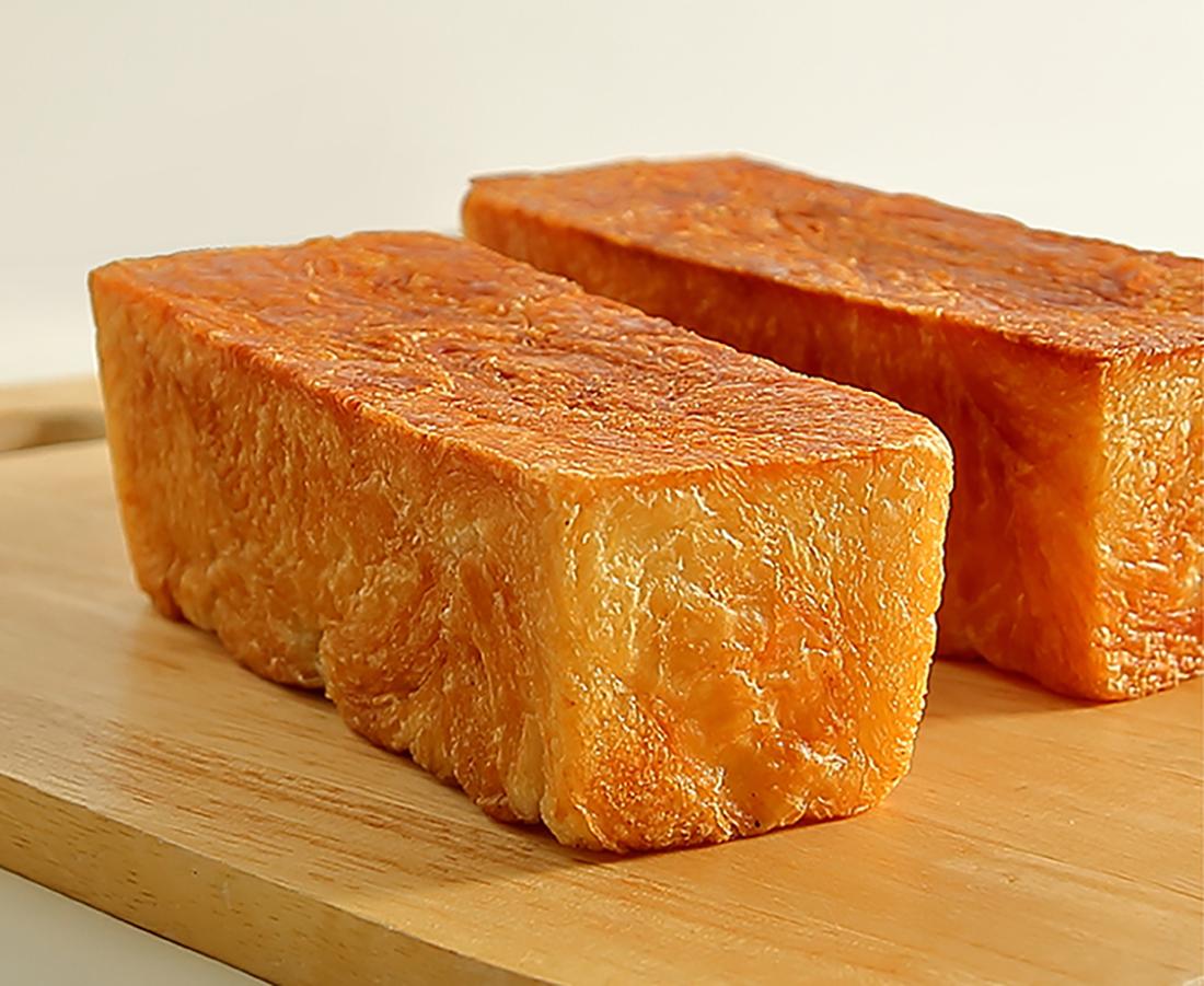 今日のおやつは、a volonteのクロワッサン食パン♪