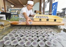【地域】地下水でひんやり 小浜の菓子店