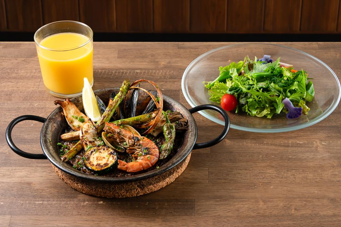 魚介のパエリア(サラダ、スパニッシュオムレツ、ドリンク付)
