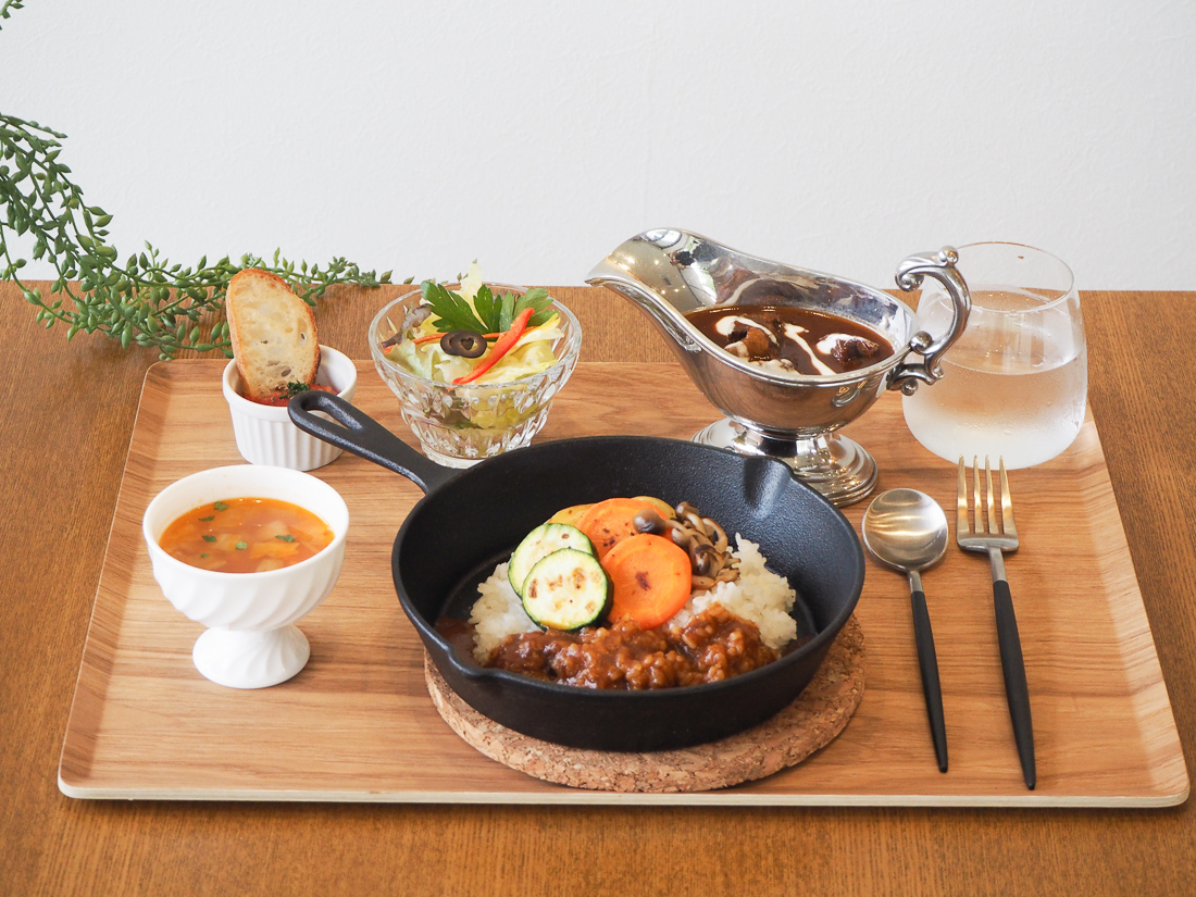 VICTORIA FOREST 牛ほほ肉とごろっとデミグラスソース 温野菜のライス