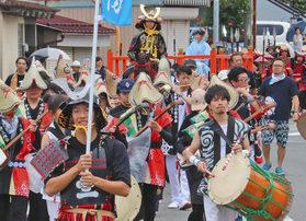 【地域】武者行列、勇壮に 「金津祭」が幕開け