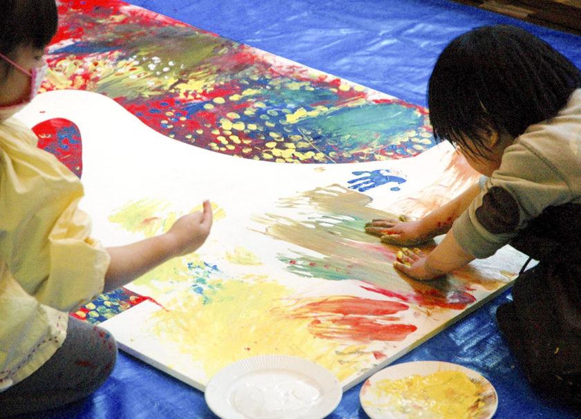 夏休み子どもワークショップ「LITTLE FINGERS BIG ART」―小さな手のひらから、無限の宇宙を創り出そう!―