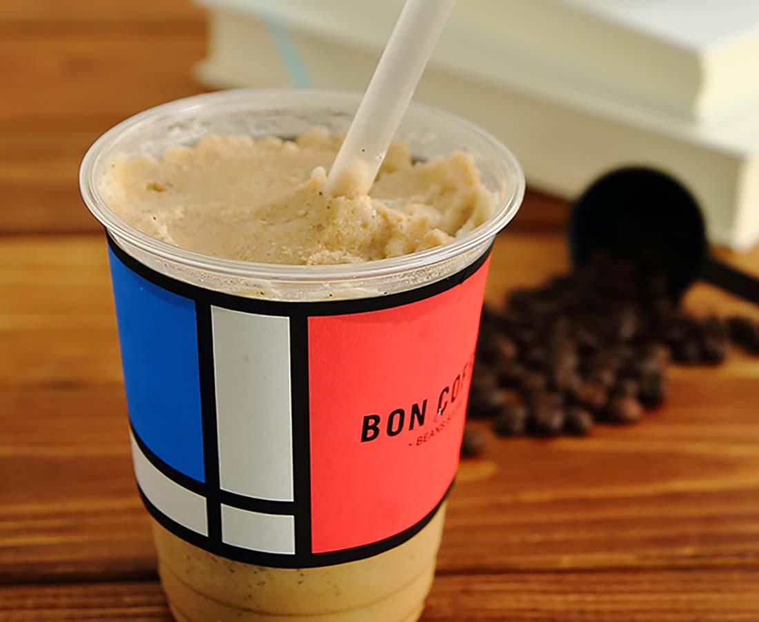 今日のおやつは、BON COFFEEのカフェフラッペ♪