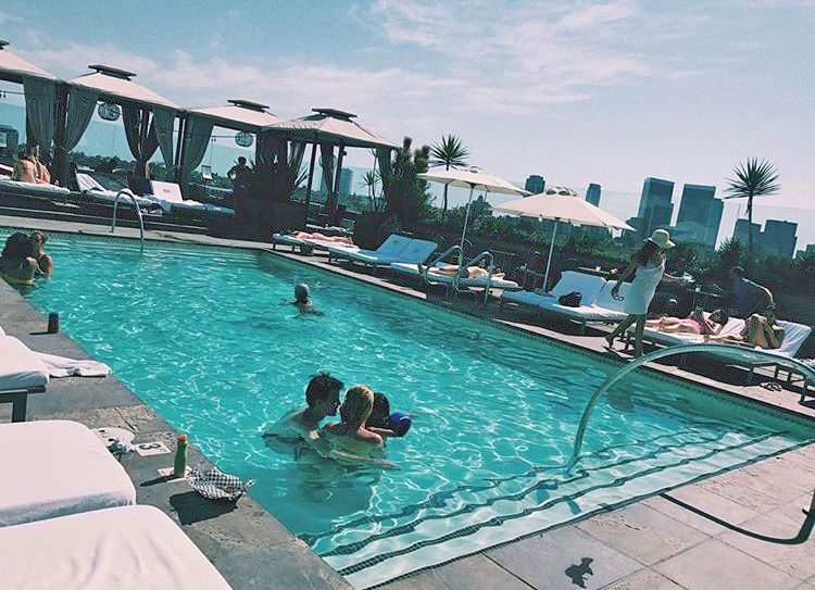ビバリーヒルズにあるホテルのプール