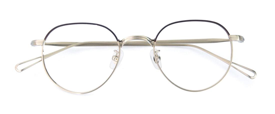 フッション雑誌の街角スナップでお洒落さんがかけていそうなメガネ。お洒落メガネ上級者のアンダーグラウンドデザインのフルメタル。ダークブラウンとゴールドのハーフカラーリングに細リムなので意外と顔にも馴染む。最近のシックスフォーでも増えてきている(増やしてる!?)モデル!(15,000円+税)