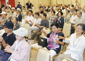 【地域】お年寄りら190人が ステージ発表満喫