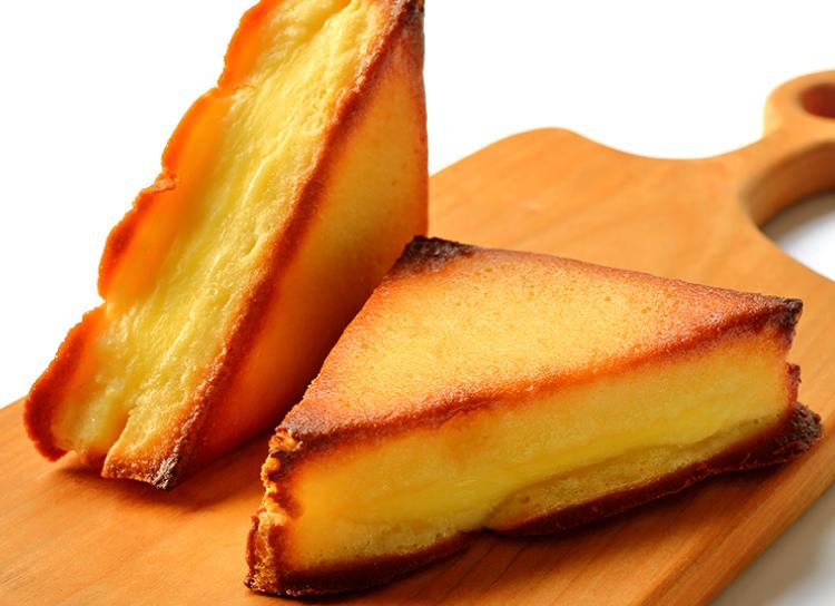 今日のおやつは、清水風月堂のトライアングル(チーズ)♪
