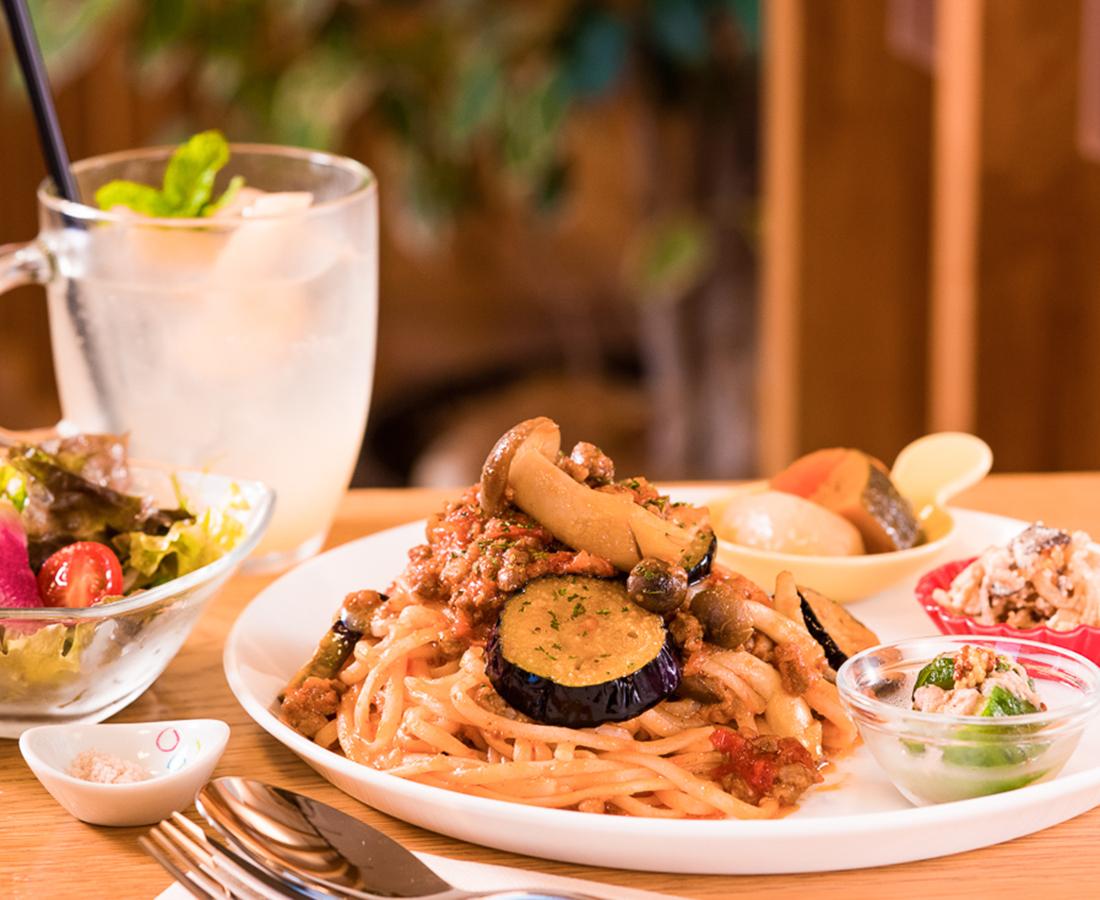 惣菜テイクアウトも♪ 体に優しい栄養満点ランチ|ナチュラルキッチンサール