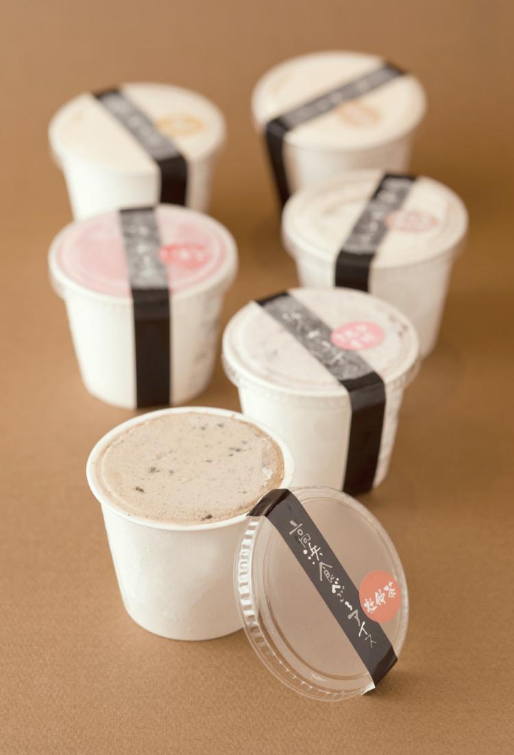 高浜の名産の一つである杜仲茶を使ったアイス。
