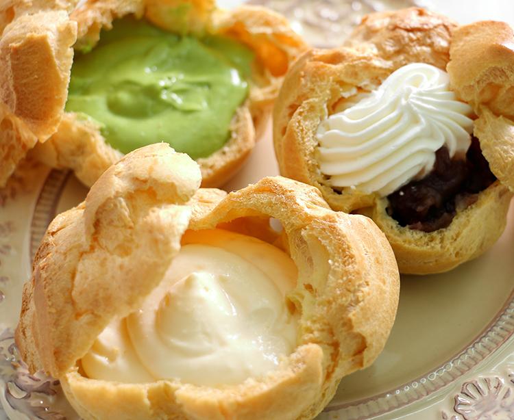 今日のおやつは、お菓子のナカムラのシュークリーム♪
