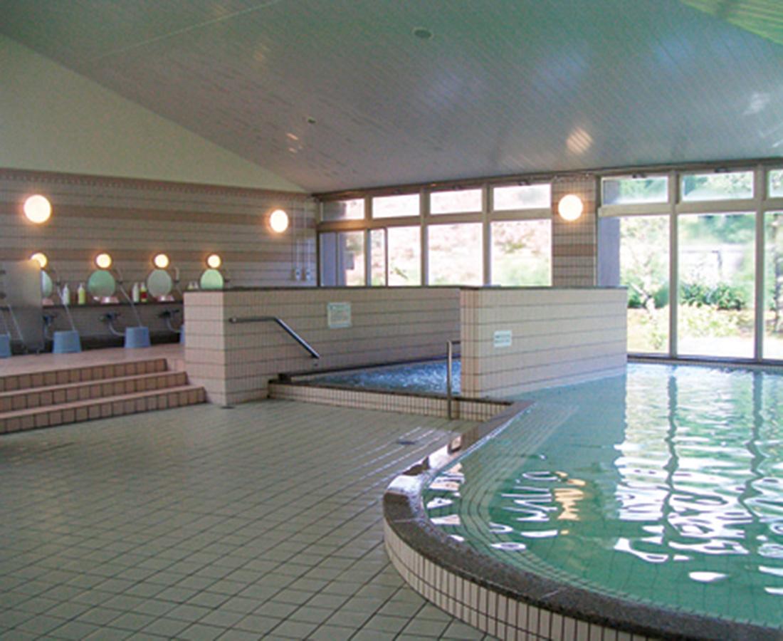 冬のレジャーで疲れた体を癒してくれる天然温泉。│勝山温泉センター 水芭蕉