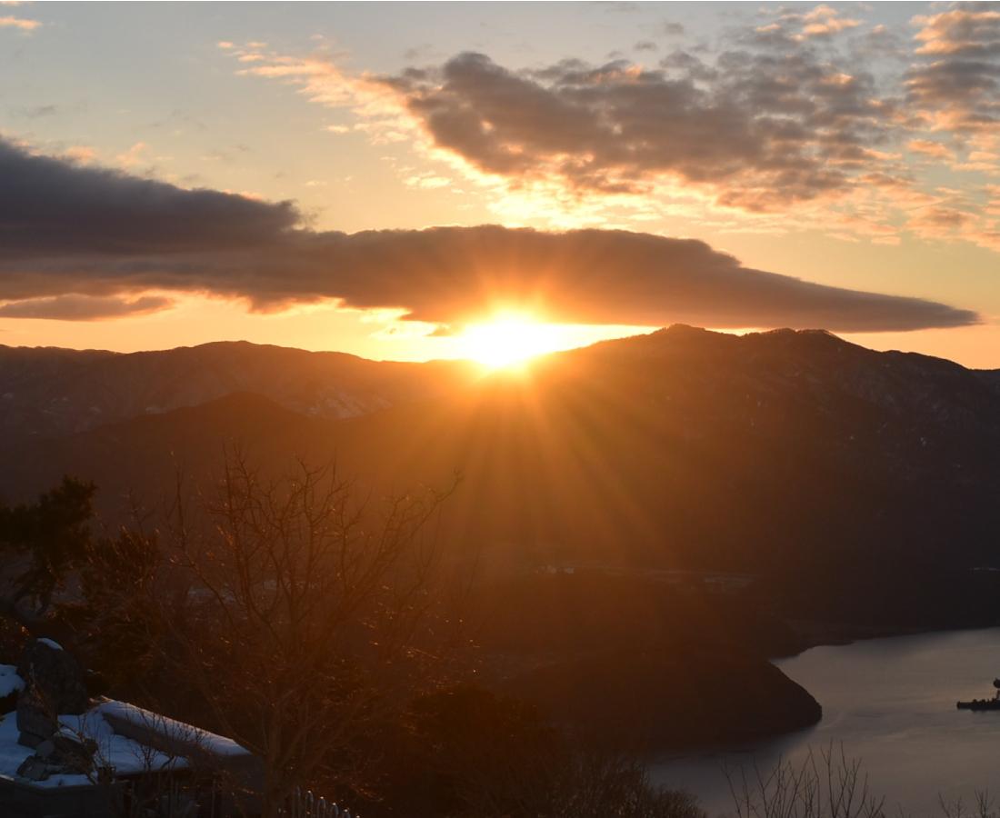 【1/1】レインボーラインの山頂で、絶景初日の出! 神社で初参りも。