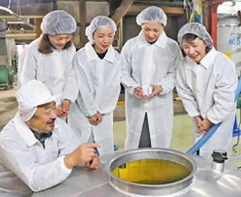 辛口「女将」芳醇な香り 丸岡・久保田酒造 日本酒の初搾り