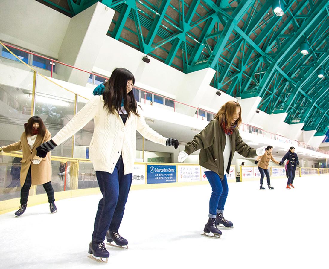 気分はフィギュアスケーター!? 氷の上を華やかに舞う!|ニューサンピア敦賀・ハピリンク