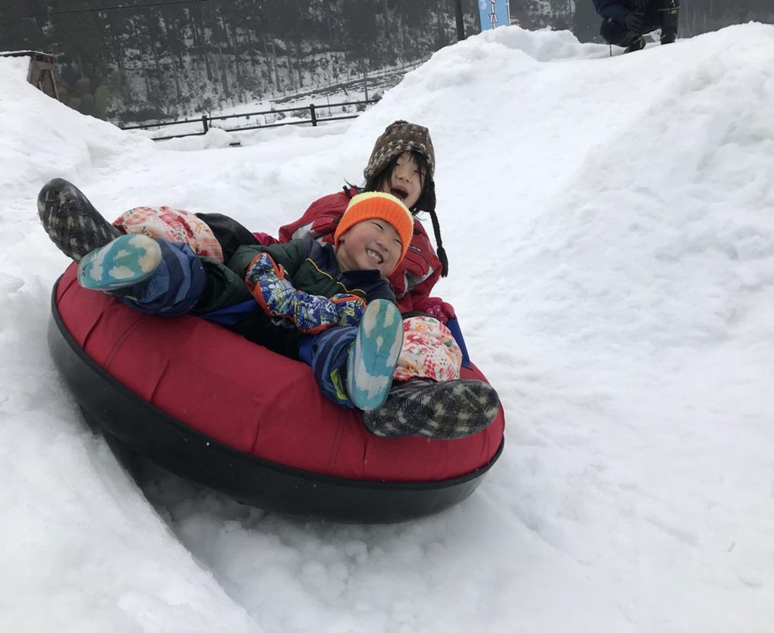アクティブに冬を楽しむ、このロケーションならではの雪遊び!