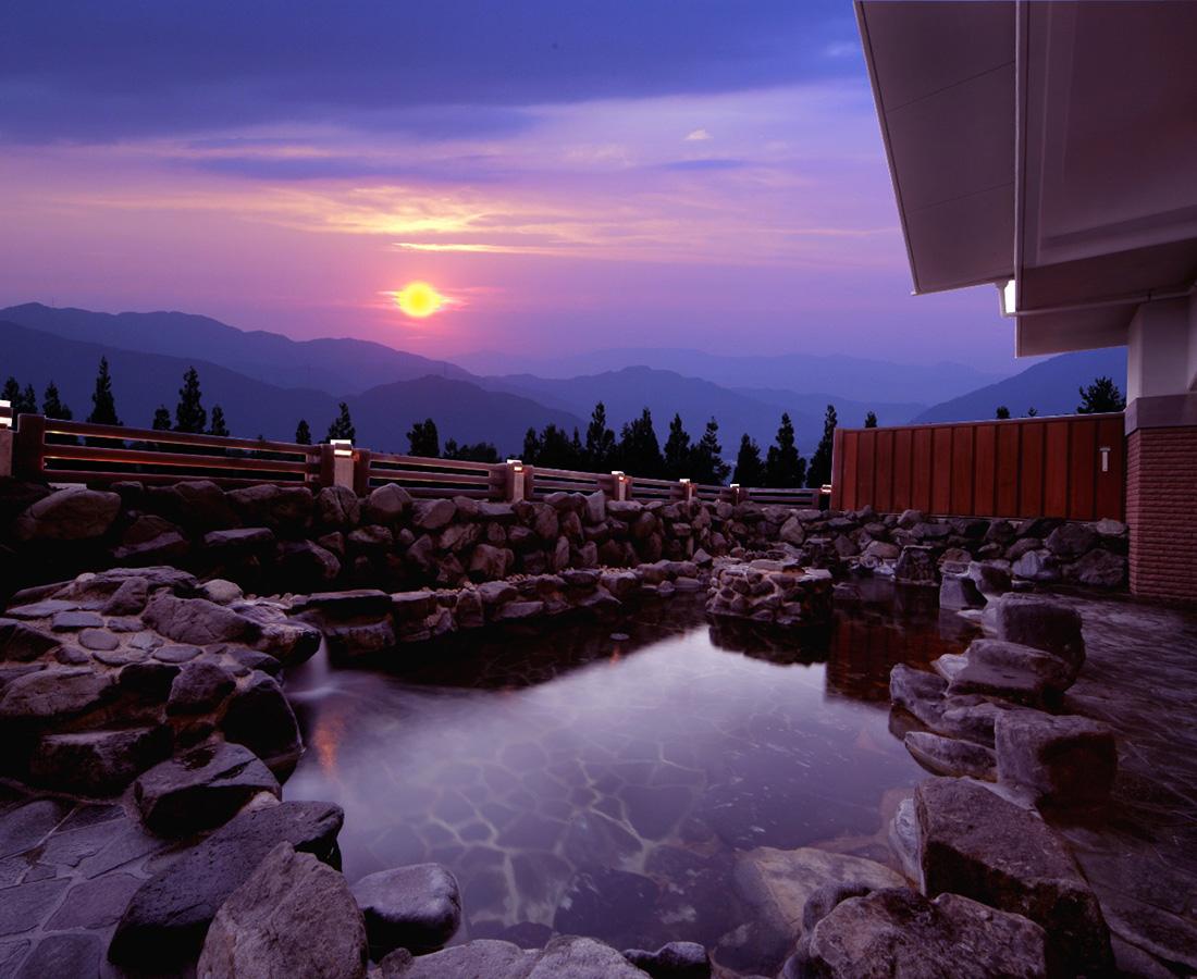 美肌効果もバツグン! 雪山にある天然温泉。│法恩寺温泉 ささゆり