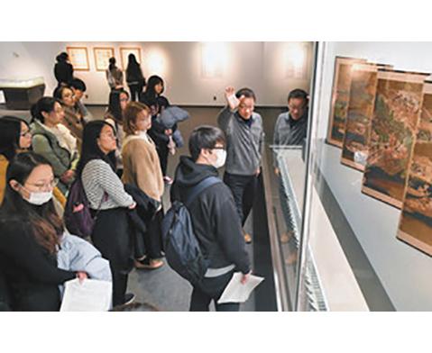 留学生が日本文化学ぶ 県立美術館