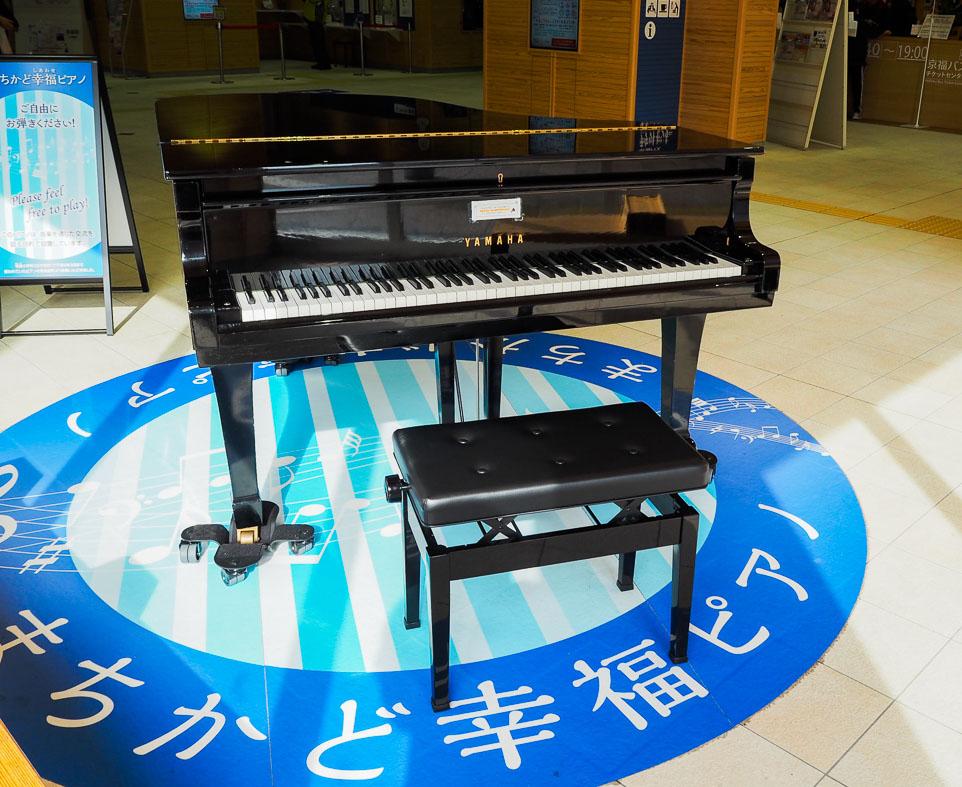 えち鉄福井駅にストリートピアノ! 街中で音楽に触れ、子どもも大人も幸せに♪