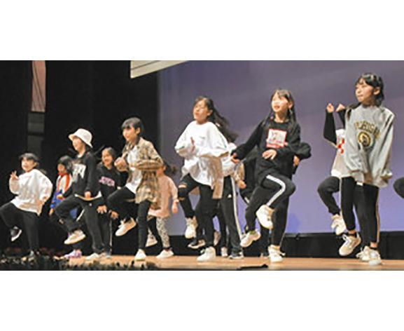 元気に踊り演奏 福井で3世代のつどい