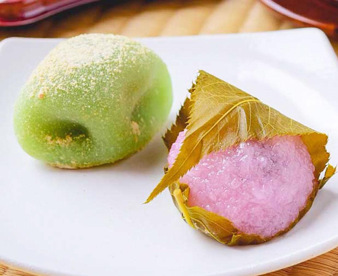 今日のおやつは、牛若餅の桜餅&うぐいす餅♪