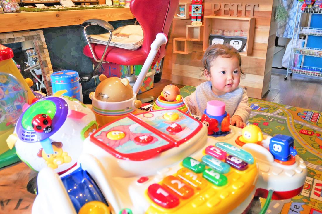 おもちゃの図書館&雑貨カフェ Petit
