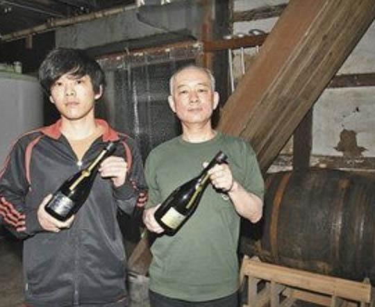 熟成日本酒 仕込み進む  大野の真名鶴酒造   シェリーのたるこだわる2種類準備
