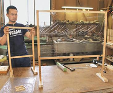 飛沫防ぐ木製ついたて 福井の建具職人試作