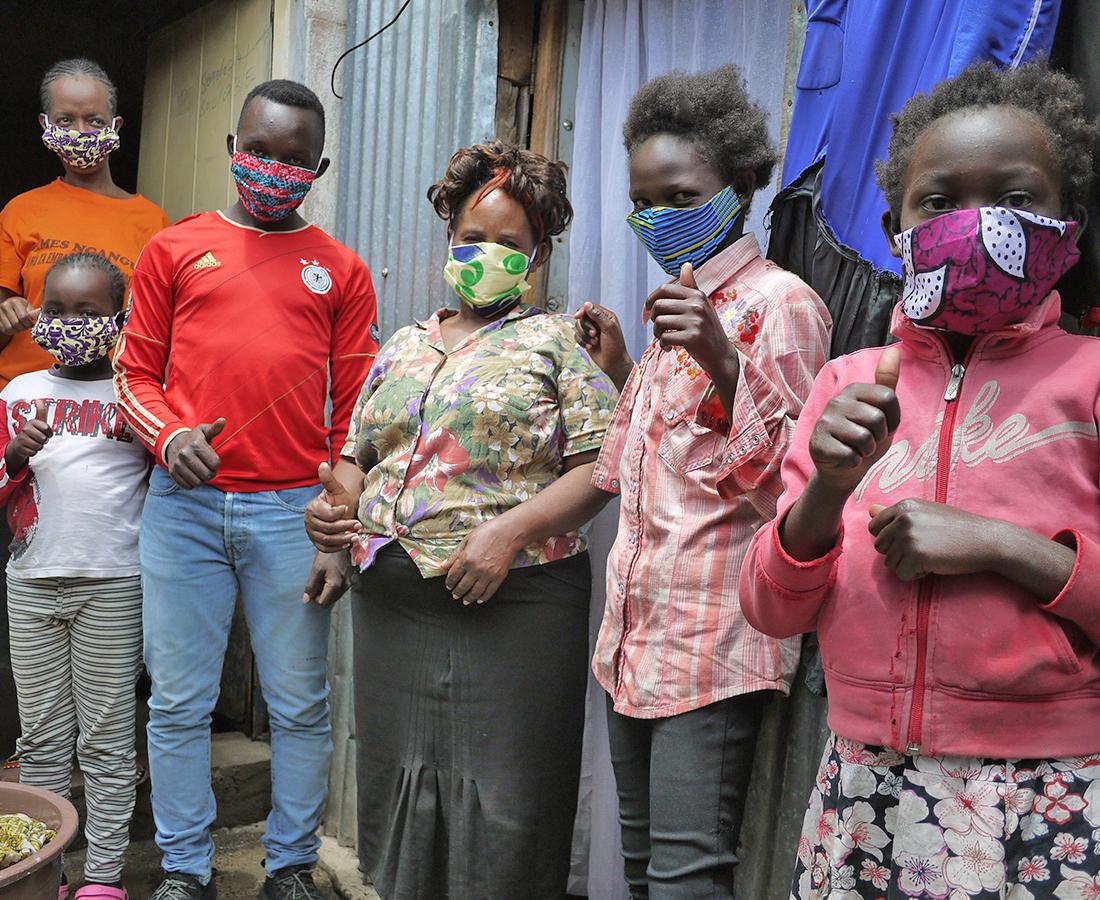 [世界から発信inケニア⑥]色鮮やかなアフリカ布で作るマスク。 苦しいときこそ気分を晴れやかに。