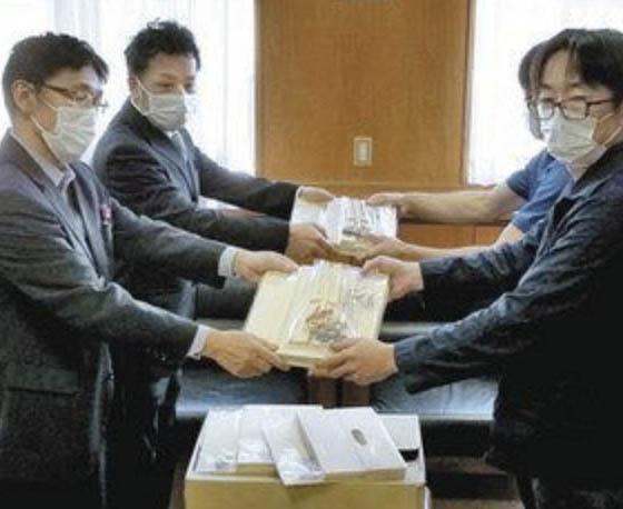 鯖江の河和田小に 工作キットを贈る 越前漆器協組青年部