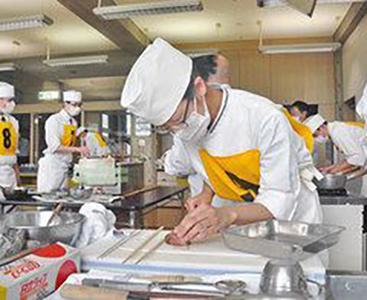 日本料理若手が腕競う 技能五輪、福井で予選上位3人が全国へ