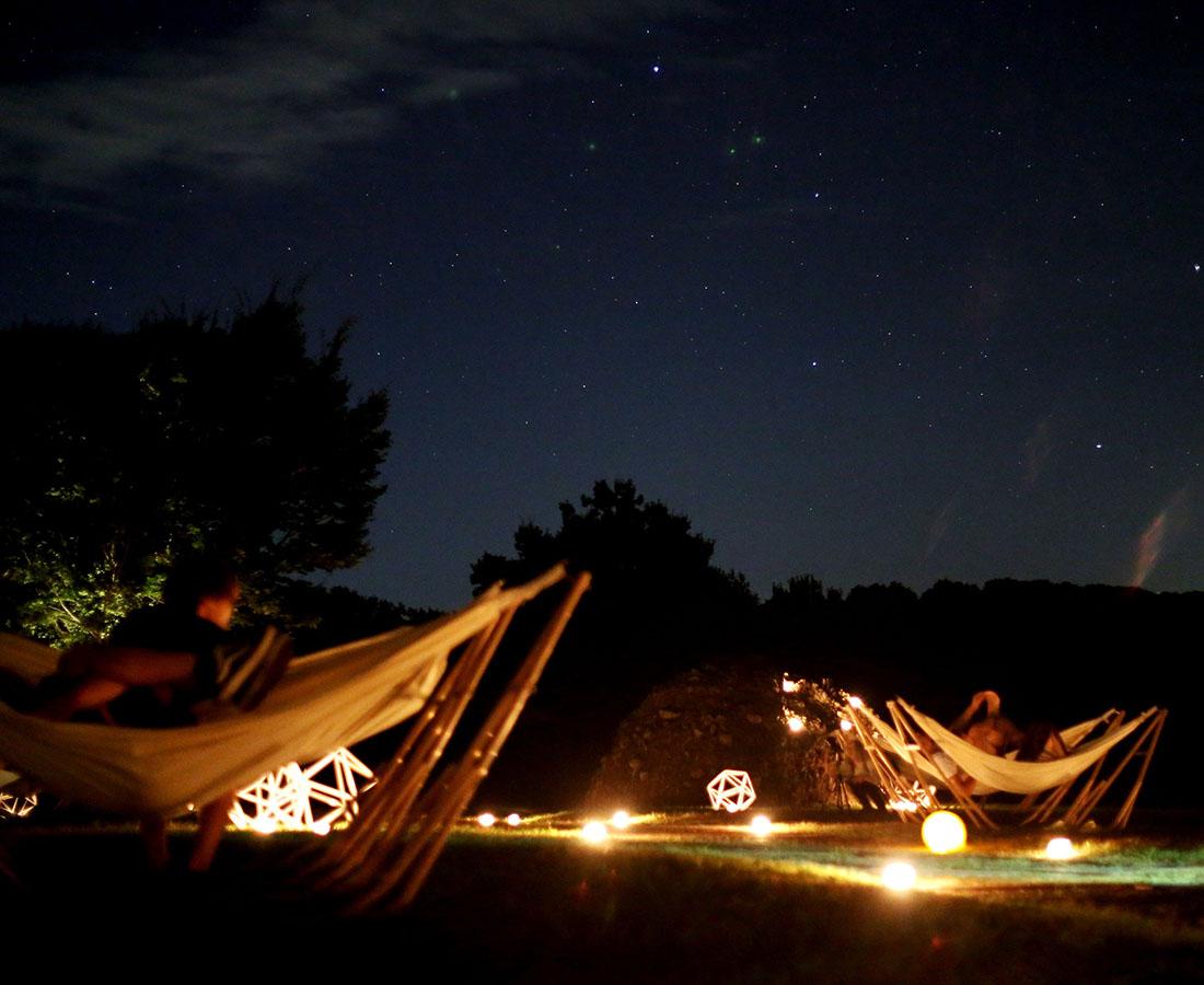 ハンモックに揺られながら見上げる満天の星の輝きに感動! 六呂師高原で「星空ハンモック」スタート