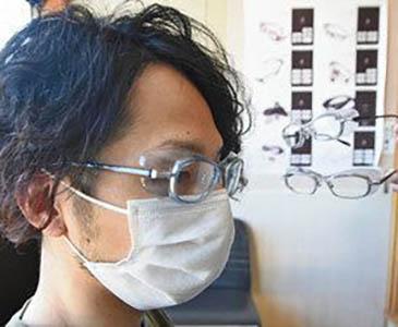 飛沫防ぐゴーグル型眼鏡 青山眼鏡割安で販売