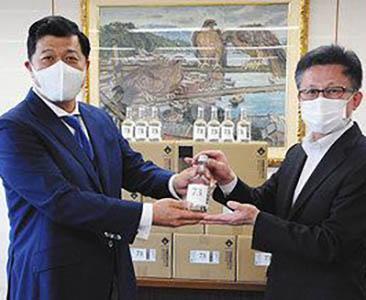 消毒用高濃度アルコール 黒龍酒造が県に180リットル  新型コロナ  セット