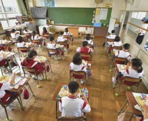 授業再開教室に笑顔 時差登校 給食中おしゃべりNG 感染対策児童に戸惑いも