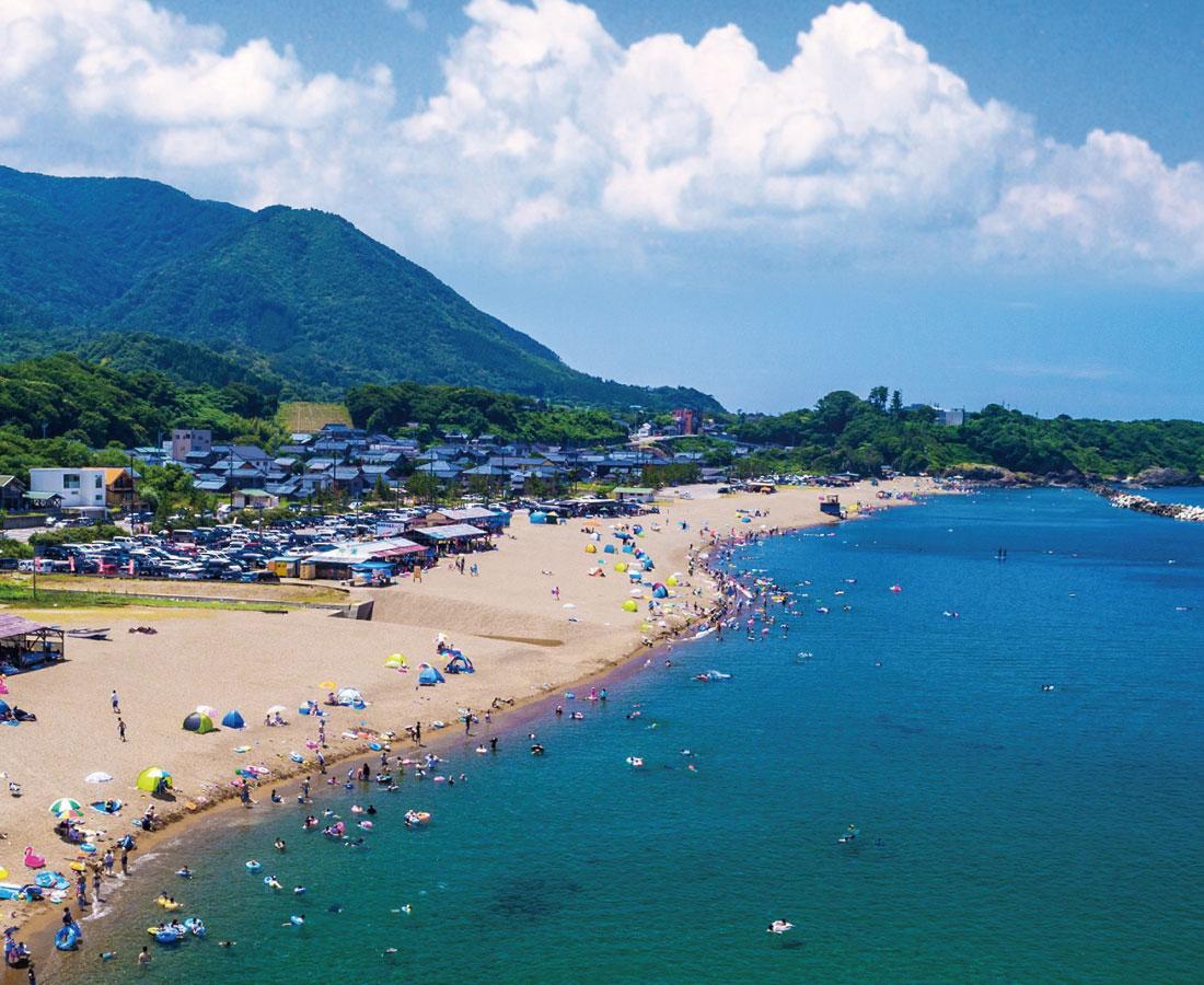 7月10日(金)に『鷹巣海水浴場』が海開き! 今年も楽しいイベントがいっぱい。夏を満喫しよう♪