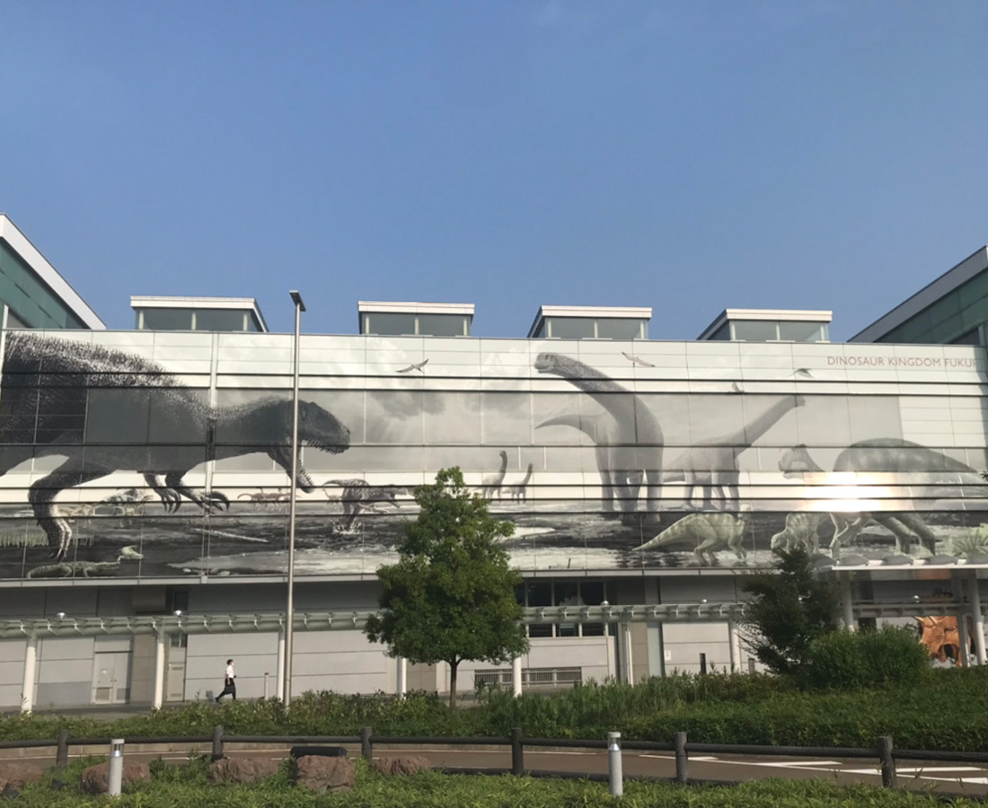"""""""恐竜王国・福井県へようこそ!"""" 『JR福井駅』に生息する恐竜たち。"""
