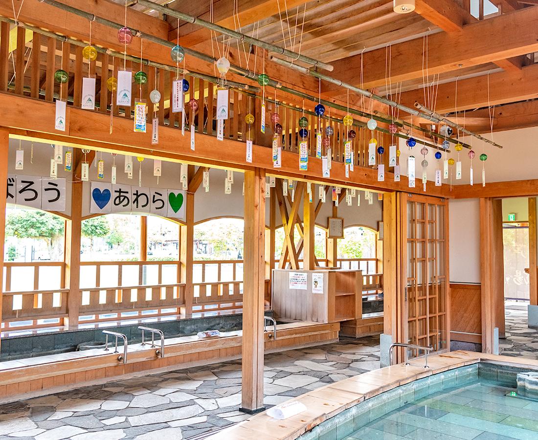 あわら温泉の「芦湯」に色とりどりの風鈴が登場!ガラス製ならではの優しい音色に癒されて♪