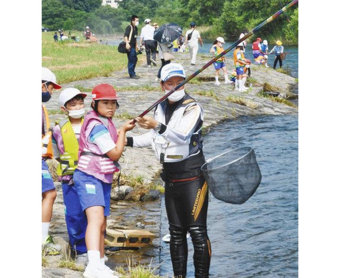 グーッときて ギューッとして 「アユ釣れた!」永平寺町 志比小4年生が挑戦