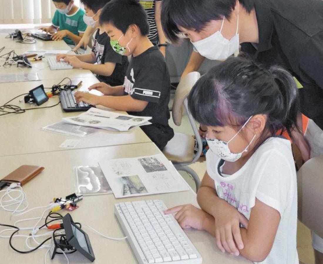 ロボット動いた! 児童「きたきた」あわら プログラミング学習会