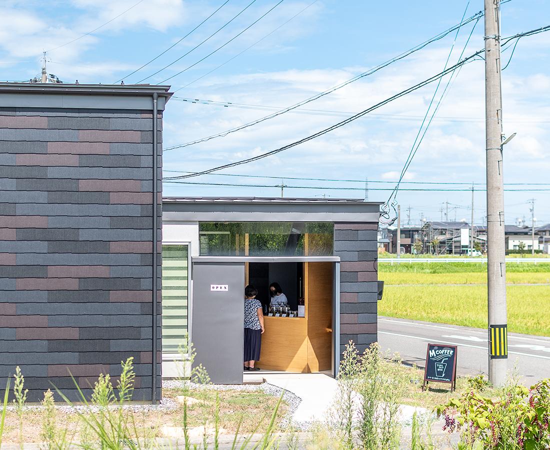"""【Open】""""毎日味わいたい一杯""""を。堤防沿いに佇むコーヒースタンド『M COFFEE』"""