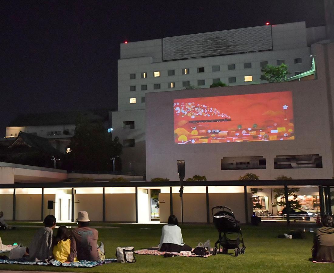【8/29】開放感たっぷり! 日本最大級の野外映画館で夏の思い出を作ろう♪|どまんなかシネマ