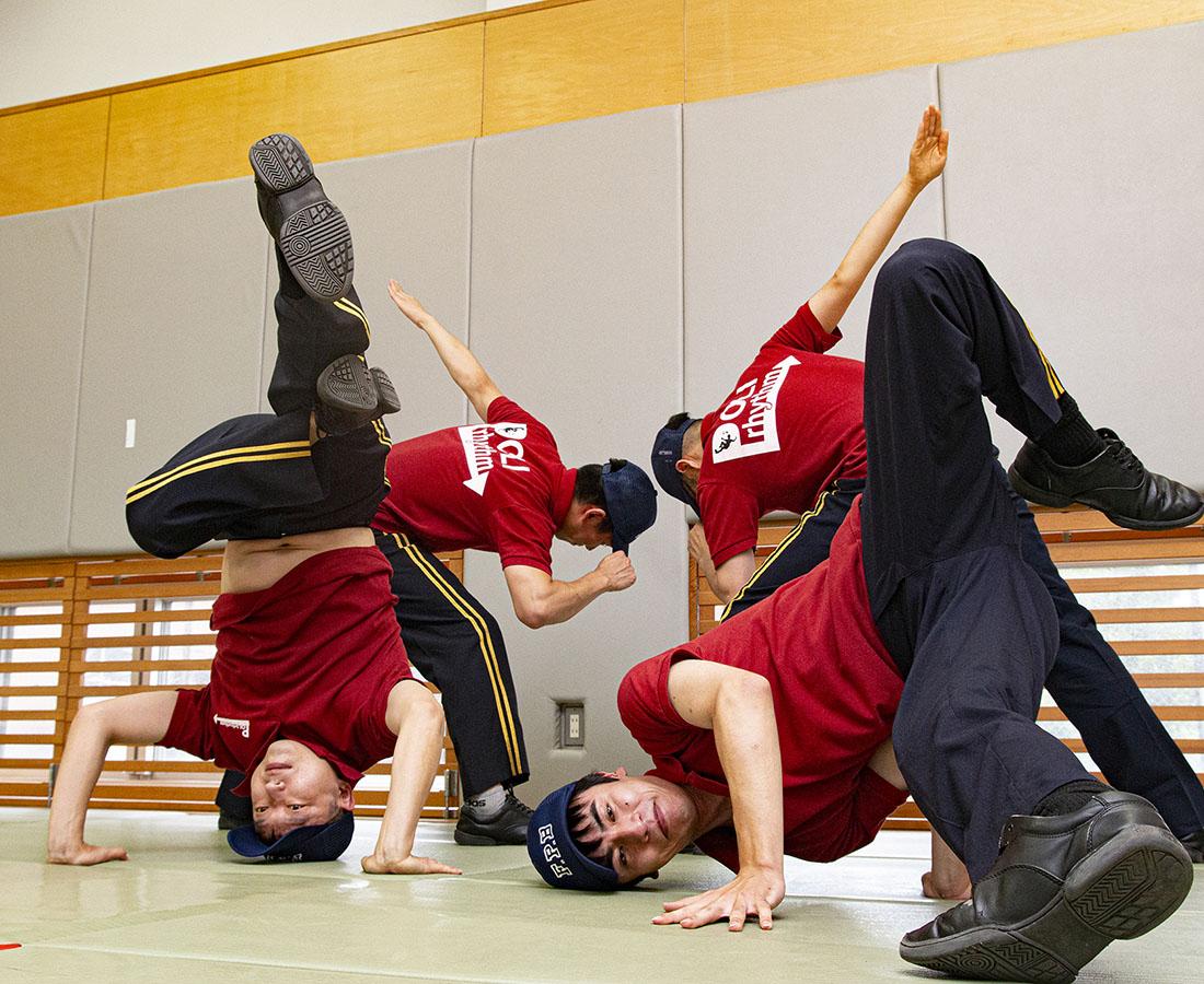 警察官を身近に! DJポリスならぬ、ダンサーポリス「ポリリズム」とは|県警音楽隊