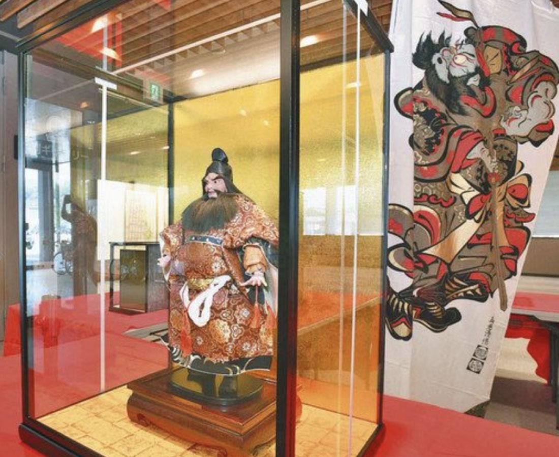 守り神にコロナ収束願う 大野市役所で人形展示