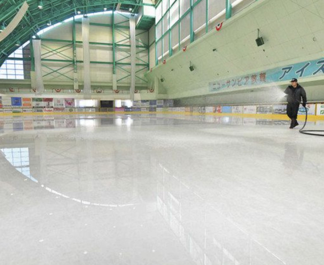 スケート場整氷大詰め 敦賀