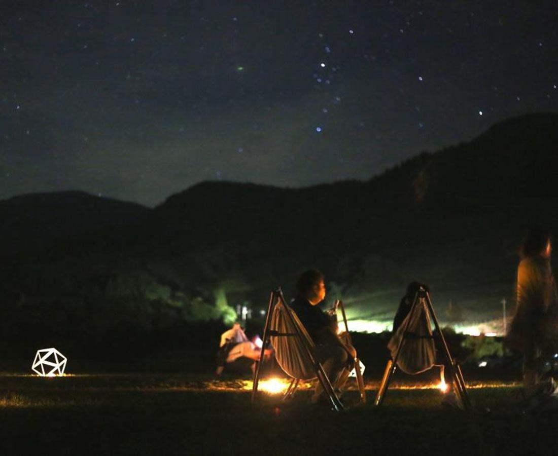 夕食と焚火体験がプラスされた〈秋プラン〉が登場! 六呂師高原『星空ハンモック』へ行こう!