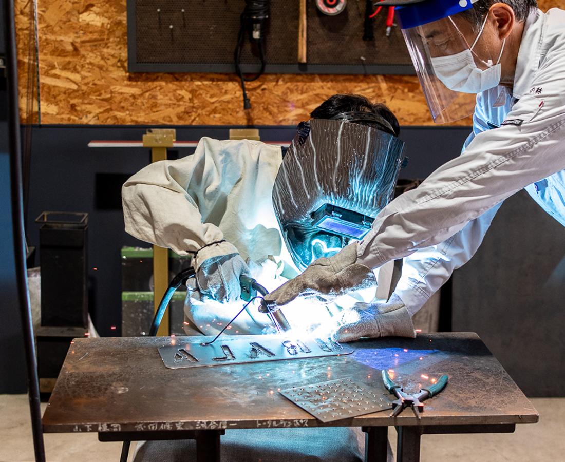 子どももハマる鉄のテーマパークとは?IRON PLANETで溶接を体験だ!